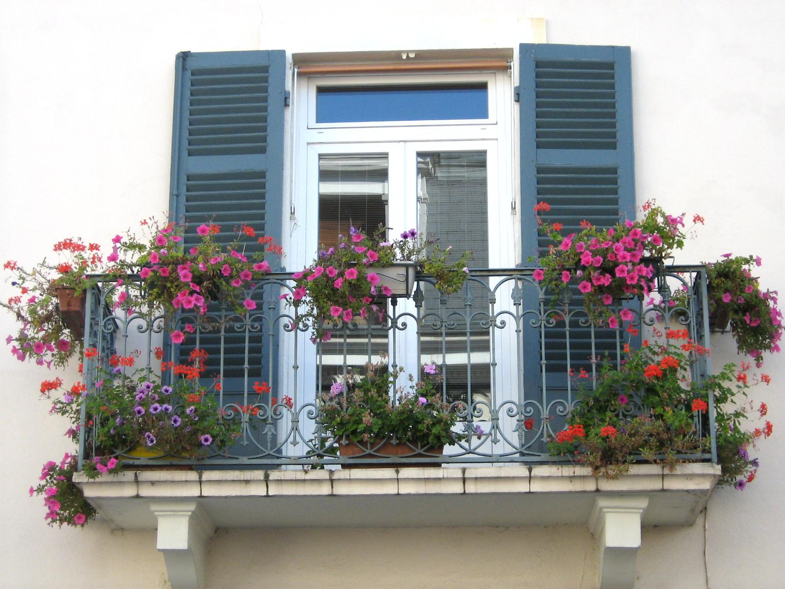 Juliet balconies: terrifying history & today's beauty (45 id.